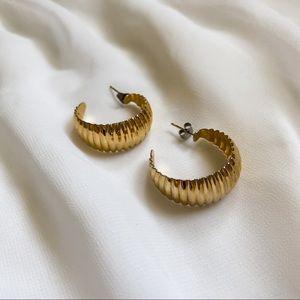 VTG Gold Ribbed Medium Hoop Minimalist Earrings